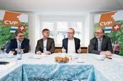 Drei Könige und vier CVP-Politiker (von links): Beat Villiger, Thomas Meierhans, Pirmin Frei und Martin Pfister im Hotel Ochsen. (Bild: Stefan Kaiser (Zug, 6. Januar 2018))