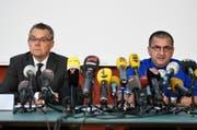 Der erste Staatsanwalt Peter Sticher (links) und Ravi Landolt, Gesamteinsatzleiter der Polizei. (Bild: Ennio Leanza/Keystone)