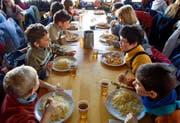 Kinder in einem Schullager: Nicht in jedem Restaurant sind sie willkommen. (Bild: Themenbild: Keystone)