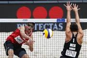 Norwegens Mathias Berntsen (links) punktet gegen Mexikos Jose Luis Rubio. (Bild: Philipp Schmidli / Neue LZ)