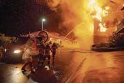 Die Feuerwehr bei einem Einsatz in Beckenried. (Bild: Edi Ettlin (14. Mai 2017))