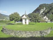 Hier stand jahrhundertelang ein Galgen: die Richtstätte Chalenbergli mit der Galgenkapelle in Stans. (Bild: PD/Peter Steiner)