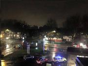 Ein erstes Bild der Situation in Roubaix: Polizeifahrzeuge versperren Strassen. (Bild: twitter.com / Daniel Sutton)
