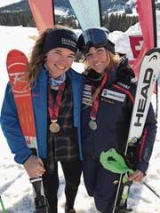 Die beiden strahlenden Medaillengewinnerinnen Leoni Zopp (links) und Eliane Christen. (Bild: PD)