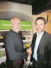 Peter Steiner (links) mit seinem Nachfolger Peter Bircher. (Bild: Ruedi Wechsler (Stans, 12. März 2018))