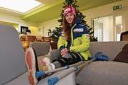 Beim Besuch unserer Redaktion schaut Aline Danioth trotz schwerwiegender Verletzung optimistisch in die Zukunft. (Bild: Philipp Zurfluh (Altdorf, 22. Dezember 2016))