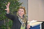 Anita Idel bei ihrem Vortrag zum Thema «Die Kuh ist kein Klima-Killer». (Bild: Lea Kathriner (Stans, 23. März 2018))