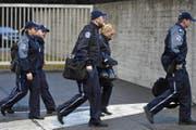 Aufmarsch der Kantonspolizei Aargau beim Prozess um den Vierfachmord in Rupperswil. (Bild: Walter Bieri / Keystone (Schafisheim, 13. März 2018))