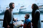 Die türkische Familie macht sich auf den Weg in die Schweiz. (Bild: cinema.de)