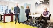 Reto Scheiber, Eve Kopli Scheiber und Erwin Scheiber (von links) im Büro für Kunst und Architektur in Schattdorf. (Bild: F.X. Brun (Schattdorf, 13. 1. 17))