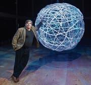 Bruno Cathomas in dem zum Globe-Theater umgebauten Zuschauerraum des Luzerner Theaters. (Bild: Eveline Beerkircher (14. Februar 2018))