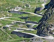 Die Aussicht auf die weltbekannte Bergstrasse Tremola ist einer der Höhepunkte der Zugfahrt über den Gotthardpass. (Bild: Gaetan Bally/Keystone (Airolo, 10. August 2012))