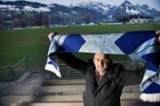 Bereits in Feierlaune: Ernst von Büren, Präsident des SC Buochs, gestern Abend im Stadion Seefeld. (Bild Corinne Glanzmann)