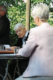 Klara Obermüller (links) als Dorothee im Dialog mit Marianne Waltert.