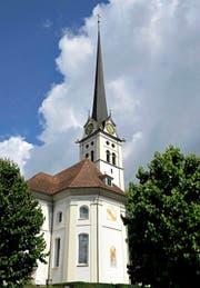 Von Touristen kritisiert: Das Glockenläuten der Kirche Alpnach in den Morgenstunden. (Bild Robert Hess)