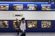 In der Zürcher S-Bahn wird nun testweise die Temperatur von 22 auf 20 Grad heruntergekühlt. (Bild: Keystone)