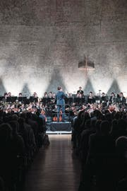 Das Zentralschweizer Jugendsinfonieorchester unter der Leitung von Joseph Sieber in der Maihof-Kirche. (Bild: Boris Bürgisser (13. Oktober 2017))
