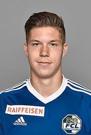 Die beiden Torschützen beglückwünschen sich: Markus Neumayr (rechts) erzielte für den FC Luzern das 1:0, Marco Schneuwly mittels Penalty das 2:0. (Bild: Freshfocus/Martin Meienberger)