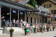 Hochbetrieb herrschte am Mittwochmittag auch bei der Pilatus-Bahn in Alpnachstad. (Bild: Adrian Venetz)