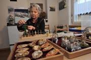 Die 66-jährige Trudi Ziegler fertigt filigrane Kunstwerke. Dabei wendet sie dieselben Techniken an wie Klosterfrauen vor über 100 Jahren. (Bild: Urs Hanhart / Neue UZ)