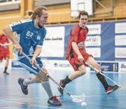 Der Luzerner Miika Nieminen (links) setzt Aaraus Verteidigung unter Druck. (Bild: Pius Amrein (Luzern, 21. Januar 2018))