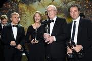 Die Gewinner der österreichische Schauspieler Christoph Waltz, die britischen Schauspieler Charlotte Rampling, und Sir Michael Caine und Paolo Sorrentino (von links nach rechts) an der 28. Verleihung des Europäischen Filmpreises in Berlin. (Bild: EPA/ Clemens Bilan)