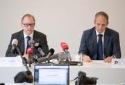 Urs Bartenschlager, Chef der Solothurner Kriminalpolizei, und der Staatsanwalt Ronny Rickli, links, sprachen anlässlich einer Medienkonferenz zum Fall des im Juni 2016 vermissten Knaben Paul (12). (Bild: KEYSTONE/Urs Flueeler)