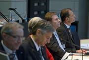 Finanzdirektor Marcel Schwerzmann (2. von rechts) steht während der Budgetdebatte im Fokus. (Bild: Pius Amrein/Neue LZ)