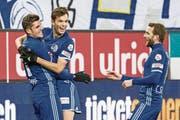 «Mimi» Demhasaj (rechts) und Pascal Schürpf bejubeln das 1:0 gegen Sion. (Bild: Alexandra Wey/Keystone (Luzern, 2. Dezember 2017))