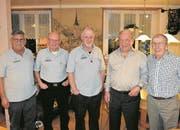 Die wiedergewählten Vorstandsmitglieder und die Besten der Jahresmeisterschaft vereint, von links: Martin Walker, Hanspeter Amrhein, Kari Walker, Ferdi Zgraggen und Emil Ziegler. (Bild: Georg Epp (Flüelen, 19. Januar 2018))