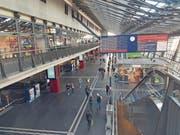 Nur die Zentralbahn-Züge fuhren gestern ab Luzern, darum waren auch nur sie auf der Tafel aufgeführt. (Bild: Matthias Piazza)