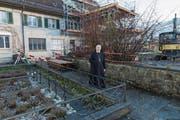 Äbtissin Maria Pia Habermacher vor dem Josefshaus im Frauenkloster, das gerade umgebaut wird. (Bild: Franziska Herger (Sarnen, 15. Dezember 2017))