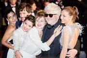 Pedro Almodóvar mit seiner «Julieta»-Crew am Filmfestival in Cannes. (Bild: Getty)