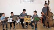 «Quartett Premiere» mit Marcel (v.l.) und Beat Ettlin, Lehrerin Ursula Rohrer, Joel von Rotz und Remo Vogler. (Bild: Otmar Näpflin (Alpnach, 11. März 2018))