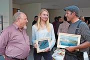 Präsident Josef Blättler mit den Preisträgern Anna Lena Klein und Patrik Mürner. (Bild: Richard Greuter (Sarnen, 20. April 2017))