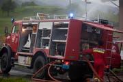 Im Einsatz standen die Feuerwehren von Steinerberg und Steinen. (Bild: Geri Holdener, Bote der Urschweiz)