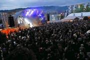 Party total auf dem Arena-Platz: Pegasus rocken Zug und die Streethockey-WM. (Bild: Werner Schelbert)