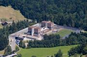 Hafturlaube sollen nur noch begleitet stattfinden. Im Archivbild: Die Strafanstalt Bostadel im Kanton Zug. (Bild: Stefan Kaiser (Neue ZZ))
