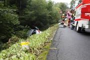 Während der Unfallfahrt legte der Wagen einen Pfosten um. (Bild: Geri Holdener)