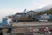 Der Werkhof der AG Franz Murer in Beckenried am See wird verschwinden, nach dem der Baubetrieb an die Kibag Gruppe verkauft worden ist. (Bild: Philipp Unterschütz (Beckenried, 11. Januar 2018))