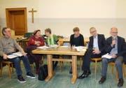 Podium zum Generationenwohnen (von links): Leo Wolfisberg, Margrit Zürcher, Cécile Malevez, Jutta Mauderli, Peter Odermatt und Gregor Schwander. (Bild Marion Wannemacher)
