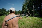 Die Leiter der Pfadi St. Martin aus Altdorf haben Anfang Juli den Lagerplatz in Altishofen vorbereitet. (Bild Pius Amrein)