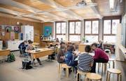 Blick in das Schulzimmer der 3./4. Klasse von Marie Theres Rohrer (rechts im Bild) und Priska Tschopp. (Bild: Corinne Glanzmann (Melchtal, 20. März 2018))