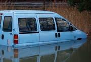 Der Autofriedhof beim Seebner Barcarola war leer geräumt, bis auf dieses Fahrzeug. (Bild: Geri Holdener, Bote der Urschweiz)