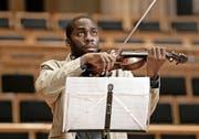 Laerte versagt bei einem Probevorspiel und wird dann Musiklehrer für benachteiligte Kinder. (Bild: PD/Xenix)
