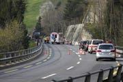 Vor Ort waren Angehörige von Polizei, Rettungsdienst und Feuerwehr. (Bild: Geri Holdener, Bote der Urschweiz)