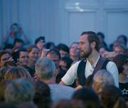 Frontsänger Marco Kunz macht einen Ausflug ins Publikum. (Bild: PD (Sarnen, 10. Januar 2018))