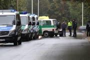 Die Polizei sucht nach dem Verdächtigen im östlichen Teil von Chemnitz. (Bild: Keystone/AP)