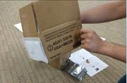 Warnhinweis: Das Paket darf nicht mit dem Flugzeug transportiert werden. (Bild: youtube.com/xdadevelopers)