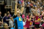 Spono-Trainer Urs Mühlethaler freut sich über den Schweizer Meister-Titel. (Bild: Keystone)